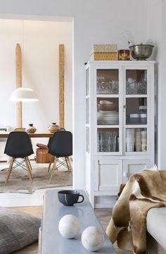 Home Decor – Living Room : alacena blanca -Read More – Interior Design Inspiration, Home Interior Design, Interior Decorating, Küchen Design, House Design, Design Trends, Living Room Furniture, Home Furniture, Cottage Furniture