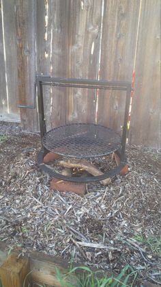 Gabbys Grill is the perfect accessory to your Weber bbq, campfires and so much more! Bbq Paint, Santa Maria Grill, Fire Pit Grate, How To Make Hamburgers, Grill Table, Weber Bbq, Tri Tip, Welding Projects