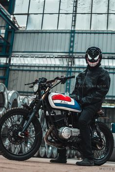 Moto bike photos are readily available on our internet site. look at this and you wont be sorry you did. Yamaha Helmets, Full Face Motorcycle Helmets, Motorcycle Camping, Yamaha Motorcycles, Moto Bike, Custom Motorcycles, Custom Helmets, Custom Bikes, Yamaha Rx 135