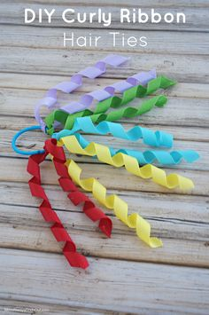 DIY Curly Ribbon Hair Ties are easytomake girls hair accessories. Craft Tip Use Faultless Premium spray starch to help ribbons keep their curl. Ribbon Hair Ties, Hair Ribbons, Diy Hair Bows, Diy Bow, Diy Ribbon, Ribbon Crafts, Ribbon Bows, How To Curl Ribbon, Ribbon Storage