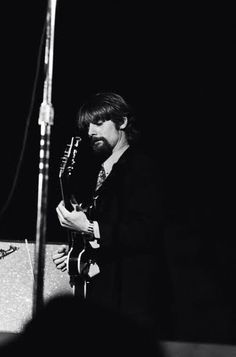 The Byrds - Jim McGuinn on stage at the Monterey Pop Festival, 1967. Roger Mcguinn, Monterey Pop Festival, Gretsch, Good Music, Che Guevara, Concert, Stage, Concerts