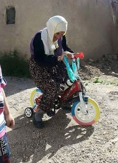 We all experience childhood time two times in our life ,once we are born and when we get older ❤️ Cute Kurdish grandfather having a good time with children bike 🚲 😻❤️ Life Is Beautiful, Beautiful People, Beautiful Images, Turkish Art, Joy Of Life, Kids Bike, Joy And Happiness, Street Photo, Color Of Life
