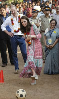 Kate middleton at oval maidan 10 april 2016 ; day 1st of the royal tour of india and bhutan