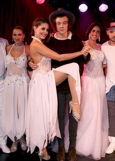 Liam y Harry bailando tango en una presentación que estuvieron en el Hotel Faena en Buenos Aires, Arg el 5/Mayo. #NN pic.twitter.com/ajA3dlZz3M