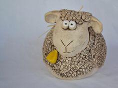 Ovečka / Zboží prodejce KeraMKa | Fler.cz Sheep Crafts, Mosaic Pots, Clay Animals, Sculpting, Polymer Clay, Projects To Try, Crafty, Christmas Ornaments, Holiday Decor