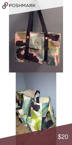 Thirty One Utility Tote 👜 Great for carrying lots of stuff! Has 5 pockets and 2 side pockets😊 thirty one Bags Totes