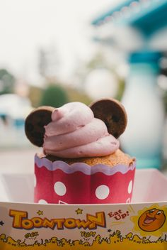 Tokyo Disneyland Cupcake | disney snacks | disney aesthetic | disneyland | walt disney world | disney treats
