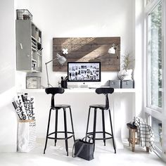 Home office decor is a very important thing that you have to make percfectly in your house. You need to make your home office decor ideas become a very awe Workspace Inspiration, Interior Inspiration, Room Inspiration, Morning Inspiration, Interior Decorating, Interior Design, Home Office Decor, Home Decor, Office Ideas
