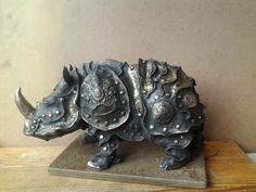 Бронзовый носорог, носороги Владимира Москаленко, скульптура носорог, носорог из бронзы, Мастерская Олвик, скульптура на заказ, бронза Москаленко