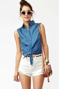 Spotted Chambray Top in Clothes Tops at Nasty Gal Summer Fashion Outfits, Cute Summer Outfits, Pretty Outfits, Spring Summer Fashion, Spring Outfits, Casual Outfits, Cute Outfits, Fashion Shorts, Summer Chic