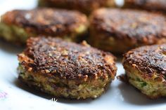 Squashdellerne smager skønt både varme og kolde :-) Brug dem til aftensmaden, frokosten, til en sandwich eller direkte fra køleskabet til et mellemmåltid. Dellerne er lavet af squash, mandler, ost …