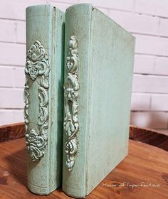 Love this decorative idea! i love creating old world books with IOD Moulds. Heirloom Traditions Paint colour is Aqueduct and aged with Dark Umber soft wax. Old Books, Vintage Books, Altered Books, Altered Art, Old Book Crafts, Iron Orchid Designs, Painted Books, Book Folding, Handmade Books