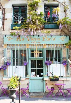 A guide to where to eat in Paris! Looking for the best Paris restaurants? Here are a few of our favorite Paris restaurants and places to eat in Paris! Paris Travel, France Travel, Places To Travel, Places To See, Little Paris, I Love Paris, Paris Paris, Streets Of Paris, Paris Street Cafe