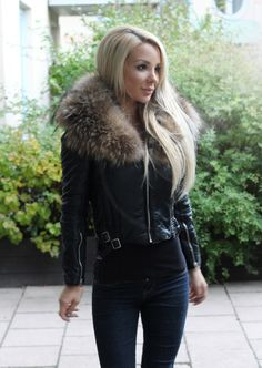 Jacket and jeans. Street style. Fall outfit. Woman's fashion