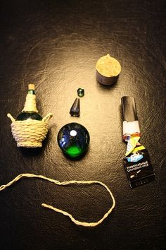 Scroll way down a Forum page to see this image of a traditional Chianti-type bottle ~ string wrapped around green stone | Source: