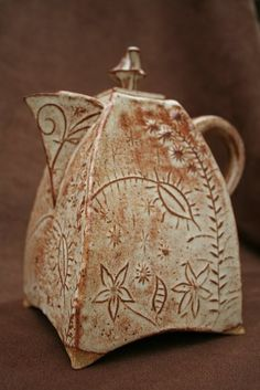 Ceramic Pottery Teapot Set: good idea for first tea pot. Made from clay slab work Pottery Teapots, Teapots And Cups, Ceramic Teapots, Ceramic Clay, Teacups, Hand Built Pottery, Slab Pottery, Ceramic Pottery, Pottery Art