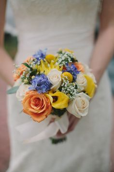 Simple wedding bouquet inspired by Pantone color palette. #DIY #flowers  www.bloomsbythebox.com