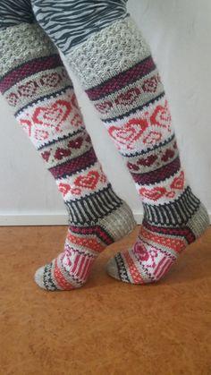 Neulotut Sinikan sydänvillasukat Novita 7 Veljestä   Novita knits Crochet Socks, Knitting Socks, Hand Knitting, Knit Crochet, Knitting Charts, Knitting Patterns, Diy Crafts Knitting, Stocking Tights, Patterned Socks