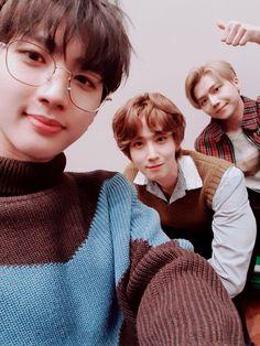 [ Happy sunday Enjoy the day '. E Dawn, Fans Cafe, Cube Entertainment, Kpop, Pop Group, Fandoms, Boys, Pentagon Group, Universe