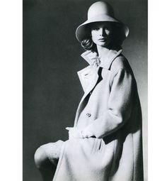 Jean Shrimpton par David Bailey, Vogue Paris (1963) http://www.vogue.fr/mode/inspirations/diaporama/la-femme-chloe-s-expose-au-palais-de-tokyo/9928/image/614863#jean-shrimpton-par-david-bailey-vogue-paris-1963-reproduit-avec-l-039-autorisation-de-camera-eye