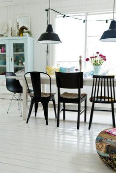 Glimmende wit geschilderde houten vloer - www.fairwood.nl