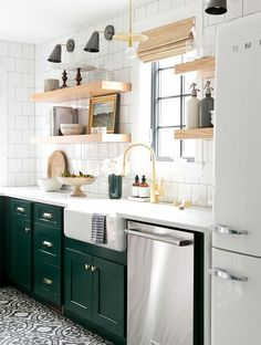 ZÖLD KONYHABÚTOR! <3   See why green kitchen cabinets are having a moment right now. Browse stunning spaces that utilize the hue and get paint ideas for your own kitchen.