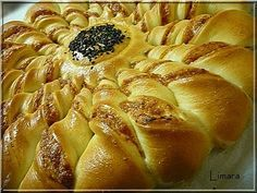 """Pastry """"sunflower"""" filled with seasoned ham & cheese. Ham And Cheese, Hot Dog Buns, Apple Pie, Cake Recipes, Bakery, Rolls, Lime, Favorite Recipes, Snacks"""