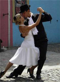 Tango dancers in Buenos Aires streets- ARGENTINA