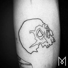 Tatuaje de una calavera tatuada utilizando una sola línea...