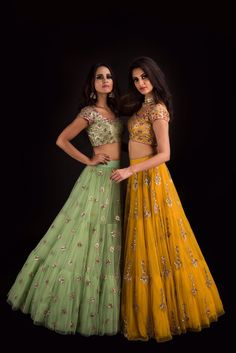 Indian fashion has changed with each passing era. The Indian fashion industry is rising by leaps and bounds, and every month one witnesses some new trend o Half Saree Designs, Lehenga Designs, Indian Lehenga, Lehenga Choli, Bridal Lehenga, Traditional Fashion, Traditional Outfits, Chanya Choli, Bollywood