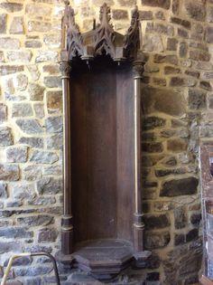 Antiek gotisch nisje..... Te koop bij Medussa Heist op den berg