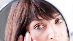 Starostlivosť o očné okolie je dôležitá v každom veku. Keďže ide o veľmi citlivú zónu, prejavy ako napr. opuchy či očné vrásky sa stávajú pre mnohé ženy ... Russian Recipes, Polish, Fashion, Lipstick, Moda, Vitreous Enamel, Fashion Styles, Fashion Illustrations, Nail