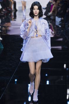 See the complete Armani Privé Spring 2016 Couture collection.