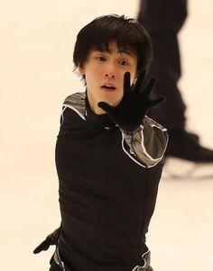 <NHK杯公式練習>公式練習を行った羽生 Photo By スポニチ