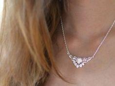 Něžný květinový náhrdelník