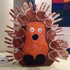 Handprint Hedgehog craft for kids. This is darling Kids Crafts, Daycare Crafts, Toddler Crafts, Autumn Activities, Activities For Kids, Hedgehog Craft, Footprint Crafts, Handprint Art, Autumn Crafts