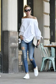 Olivia Palermo out in Brooklyn # Casual Outfits tenis olivia palermo Olivia Palermo Lookbook, Olivia Palermo Style, Mode Chic, Mode Style, Look Fashion, Fashion Outfits, Womens Fashion, Fashion Weeks, Street Fashion