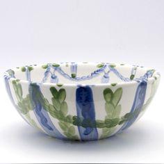 Alle Schüsseln der Familie VertBleu! Die Grün-Blaue Designfamilie von Unikat-Keramik. Das wohl einzigartigste Keramik Geschirr der Welt! Serving Bowls, Tableware, Design, Blue Green, Dishes, World, Dinnerware, Design Comics, Bowls