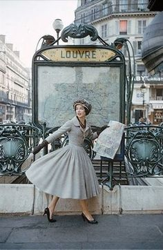 OH GOD JUST ALL THE THINGS ABOUT THIS SHOT: THE METRO, THE DRESS, PARIS, EVERYTHING.