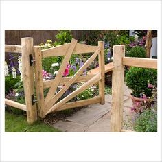diy horizontal wood fence ideas | GAP Photos - Garden & Plant Picture Library - Wooden gate and fence ...