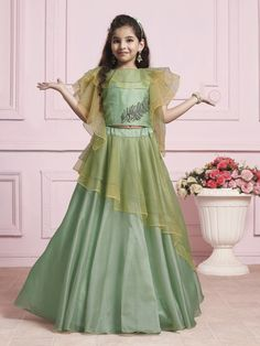 Designer Green Silk Choli Suit #girlsanarkalisuits #girlssalwarsuits #indiangirlswear #indianfashionforgirls #girlsindianfashionoutfits,#girlscholisuit #girlsgown #girlsweddingwear Girls Dresses Sewing, Stylish Dresses For Girls, Stylish Dress Designs, Gowns For Girls, Frocks For Girls, Dresses Kids Girl, Girls Frock Design, Long Dress Design, Baby Dress Design