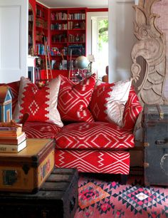 30 Best Sofas to Give Statement for Your Bohemian Home Style Patterned red sofa Style At Home, Rosa Sofa, Red Bookcase, Tan Sofa, Bohemian Interior Design, Deco Design, Home Fashion, Decoration, Living Spaces