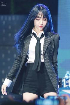 MAMAMOO's Moonbyul sure knows how to set the stage on fire! Here are ten of the sexiest outfits that she has ever worn while performing on-stage. Kpop Girl Groups, Kpop Girls, Korean Girl Groups, South Korean Girls, Stage Outfits, Kpop Outfits, K Pop, Divas, Mamamoo Moonbyul