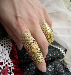 Versailles Armor Ring Gothic Flourish Filigree and Gold Vintage Cameo ONE ring