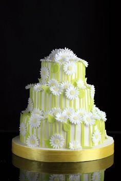 Easy Cake Decorating Themes And Ideas Daisy Wedding Cakes, Pastel Wedding Cakes, Daisy Cakes, Pretty Cakes, Cute Cakes, Beautiful Cakes, Amazing Cakes, Easy Cake Decorating, Dream Cake