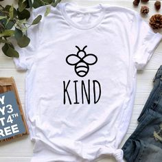 Be Kind Graphice Tee Shirt Women Cotton Oversized T-shirt Summer Fashion Bees Print Top Harajuku Tshirt Unisex Tee Vinyl Shirts, Tee Shirts, Custom Made Shirts, T Shirt World, T Shirts For Women, Clothes For Women, Tee Design, Printed Shirts, Shirt Style