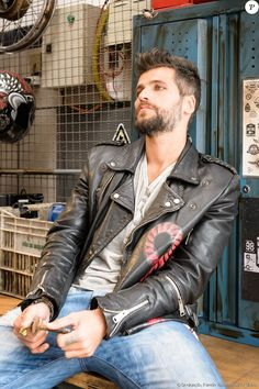 Sexy Men In Leather are LeatherPimp Classic Leather Jacket, Black Leather Biker Jacket, Leather Jeans, Denim, Mario, Gay, Mens Clothing Styles, Gorgeous Men, Leather Fashion