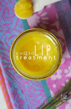 Pomadka do ust DIY Jenni Raincloud Homemade Lip Balm, Homemade Beauty, Diy Beauty, Beauty Tips, Lip Balm Containers, Diy Lip Gloss, Lip Balm Recipes, Natural Beauty Recipes, Lip Moisturizer