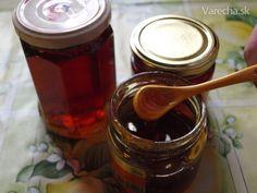 Púpavový med najlepší na svete (fotorecept)  400 ks kvety púpavy  2 ks citrón  1,5 kg kryštá lový cukor  1,5 l voda  Kvety púpav a citróny dať do 1,5 litra vody a nechať zovrieť. Po odstavení zo sporáku zmes nechať odstáť 24 hodín, precediť cez gázu. Pridať cukor, premiešať a variť 1 a pol hodiny na miernom ohni