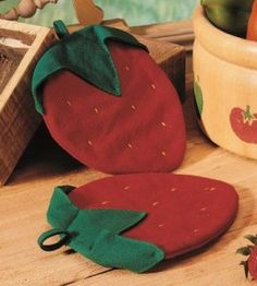 Strawberry DIY Pot Holders | Kitchen Crafts | Strawberry Crafts — Country Woman Magazine